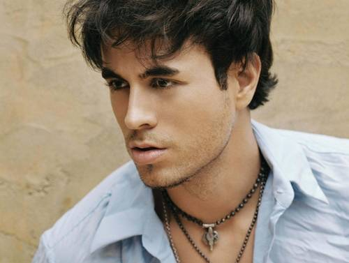 http://popomaticjeff.files.wordpress.com/2009/02/enrique-iglesias1.jpg
